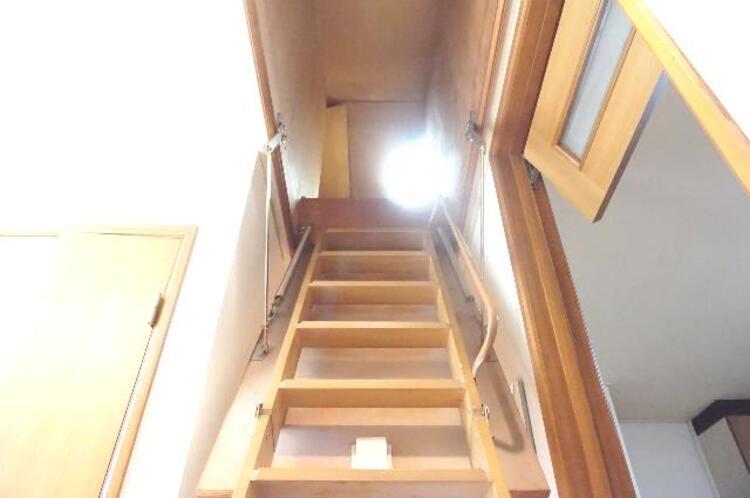 屋根裏収納のはしごです。