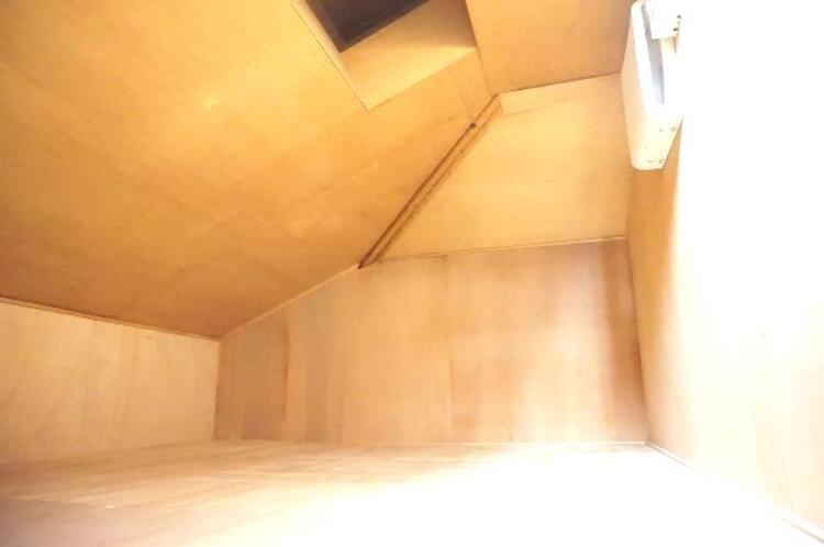 屋根裏収納付きで生活空間をスッキリとお使いいただけそうです。
