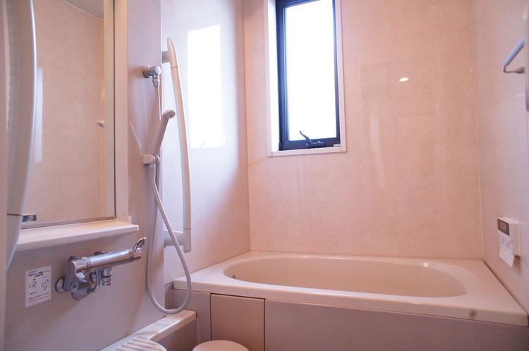 浴室も2ヶ所ございますので、他世帯を気にすることなくごゆっくり入浴頂けます。
