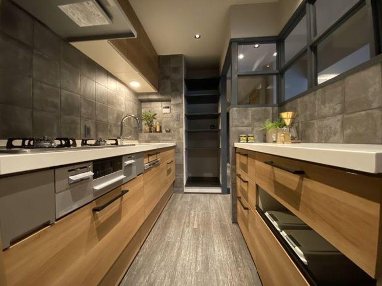 スムーズに家事をこなせて、機能性が良く使い勝手がよいキッチン。そしてインテリアとしてのデザイン性に優れた空間からは、かけがえのない一時が生まれます。