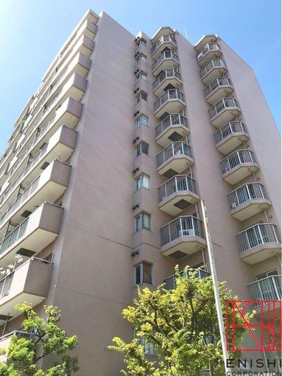 総戸数62戸、地上11階建の8階部分。京急本線「平和島」駅徒歩5分、「大森海岸」駅徒歩9分の好立地。