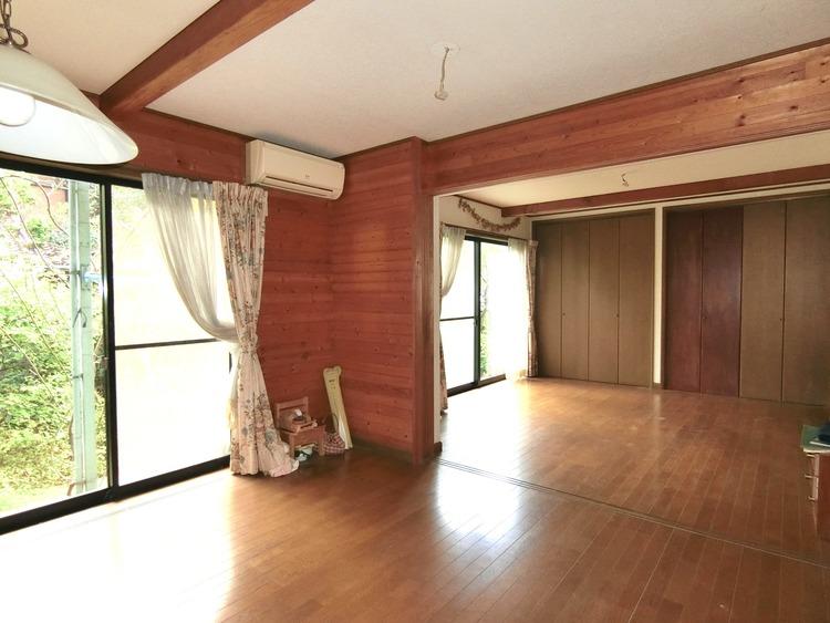リビングの隣りは洋室約8帖があり、スペースに広がりを感じさせてくれます。