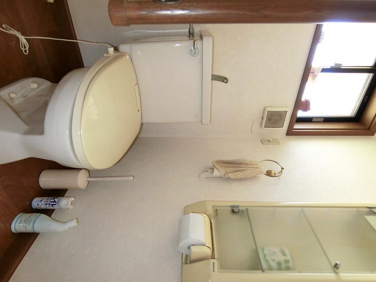 トイレは1階と2階にございます。朝の忙しい時間帯もご家族がスムーズに準備できますね。
