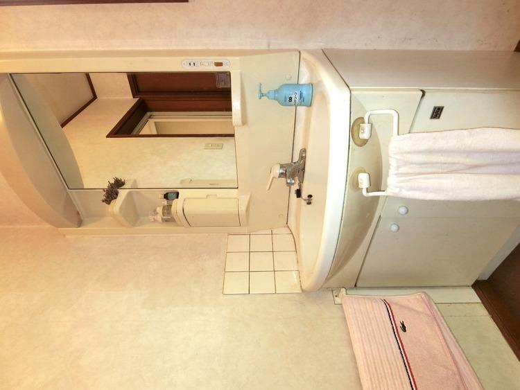 洗面台の下に、日用品のストックを収納できますね。