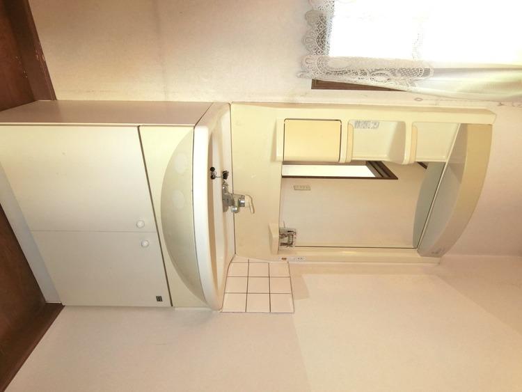 2階にも洗面化粧台がございます。