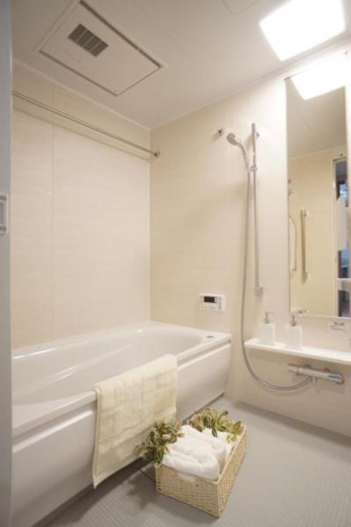 ゆったり足を延ばして入れる浴槽で、リラックスしたバスタイムをお楽しみいただけます。