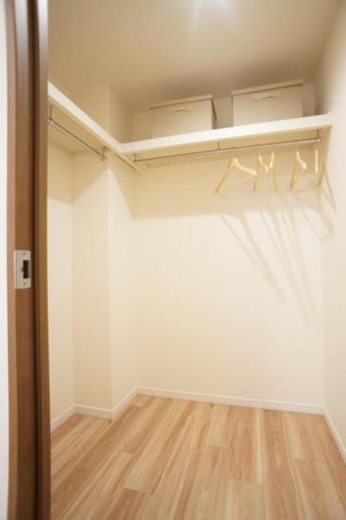 ウォークインクローゼット付きでお部屋を広くお使い頂くことができます。
