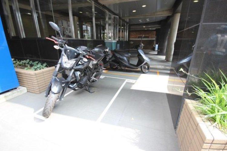 バイク置き場も併設されております。※空き状況は都度ご確認下さい。