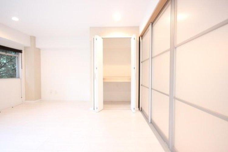 衣類をたくさんお持ちの方も、限られたスペース内に無理なく収納することができます。