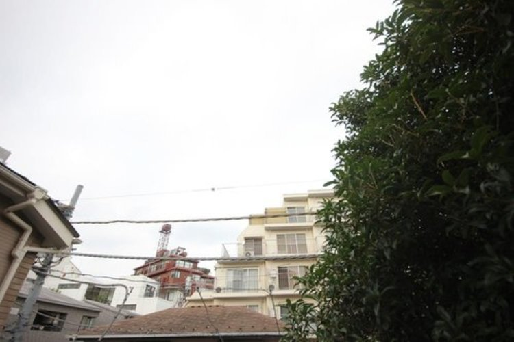 バルコニーから緑と空をしっかりと望むのことが出来るので、清々しい気持ちになりますね。
