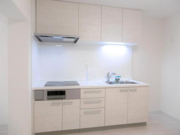 使い勝手の良い新規システムキッチン