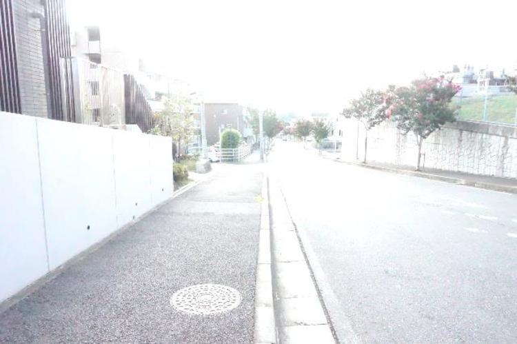 「村上」駅より徒歩約5分の立地です。
