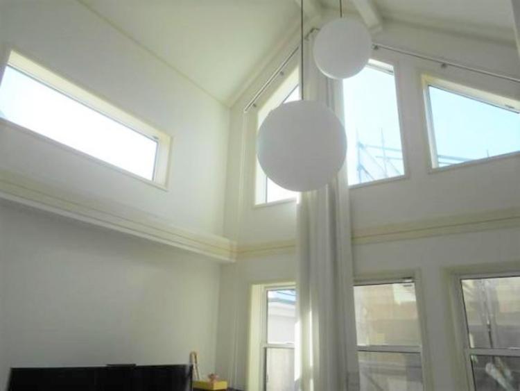 25帖のゆったりとしたリビングです。明るさと風が入る窓配置が安らげる空間を演出します。