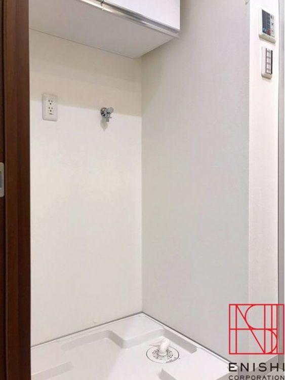 ランドリースペースを兼ね備えた洗面室。こちらは洗濯機置場の様子。