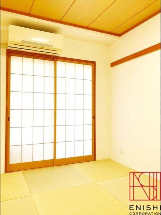 約6.0帖の和室の様子。南西きでとても明るいお部屋です。