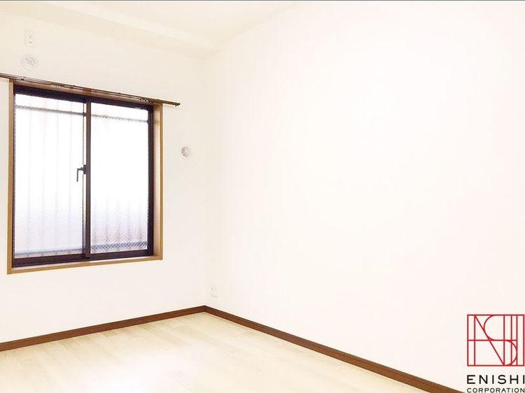 約6.0帖の洋室の様子。クローゼットもあります。