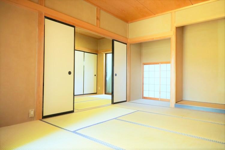 和室は続き間になっております。