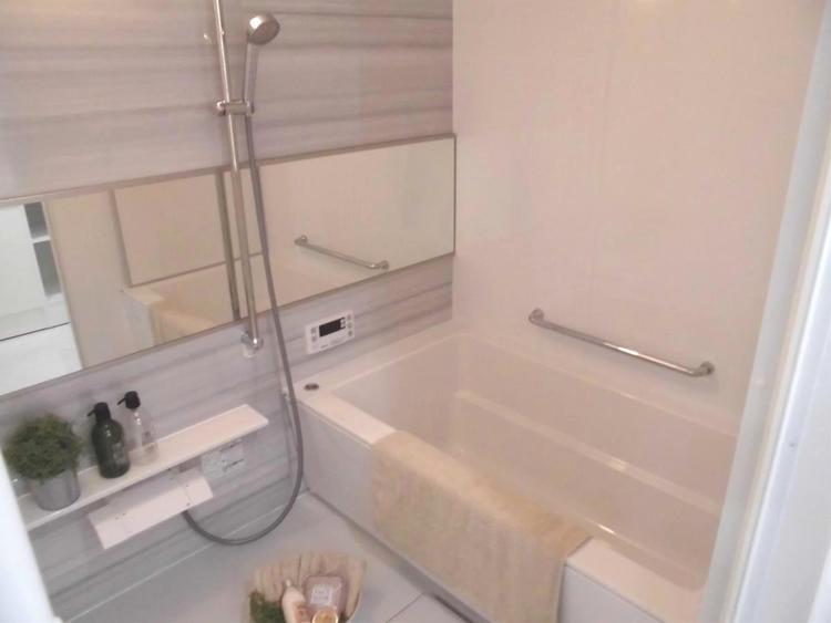 浴室換気乾燥機がございます。雨の日のお洗濯にも便利ですね。