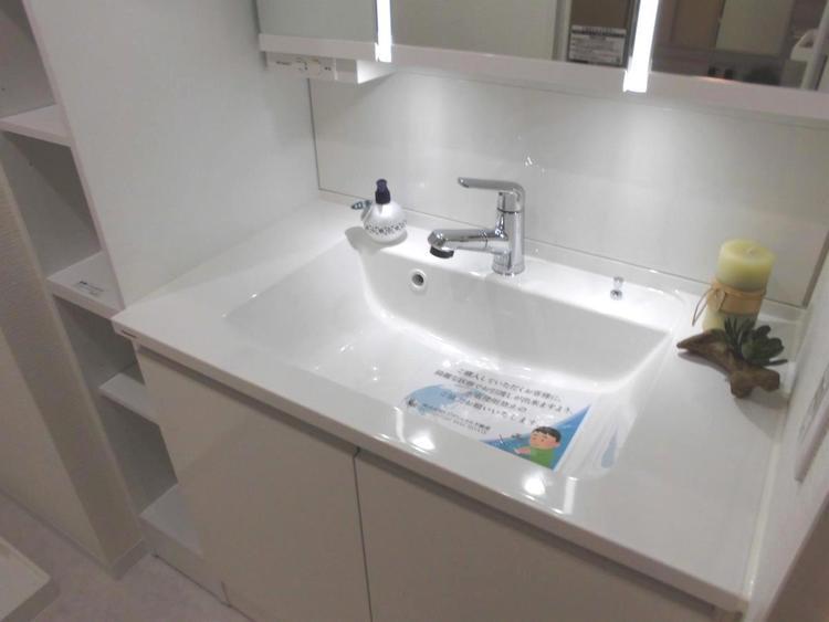 広くて使いやすい洗面ボウル。