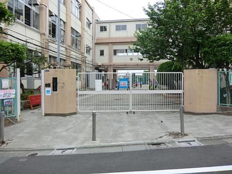 大田区立梅田小学校 877m