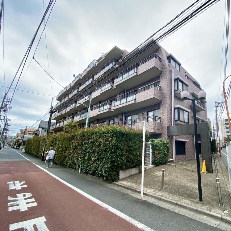 交通、買物、教育など周辺施設が充実し、利便性の良いマンションです
