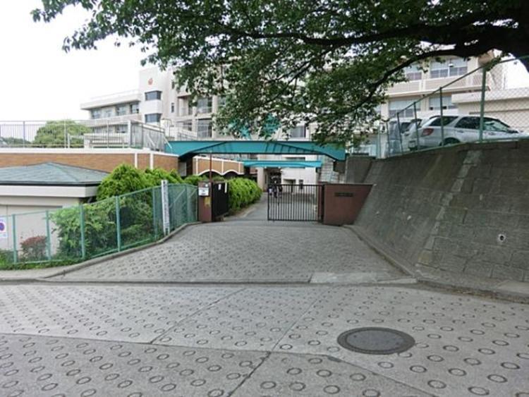 横浜市立権太坂小学校 約930m