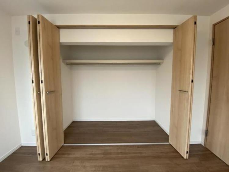 3F洋室(6.0帖) 大容量の収納です