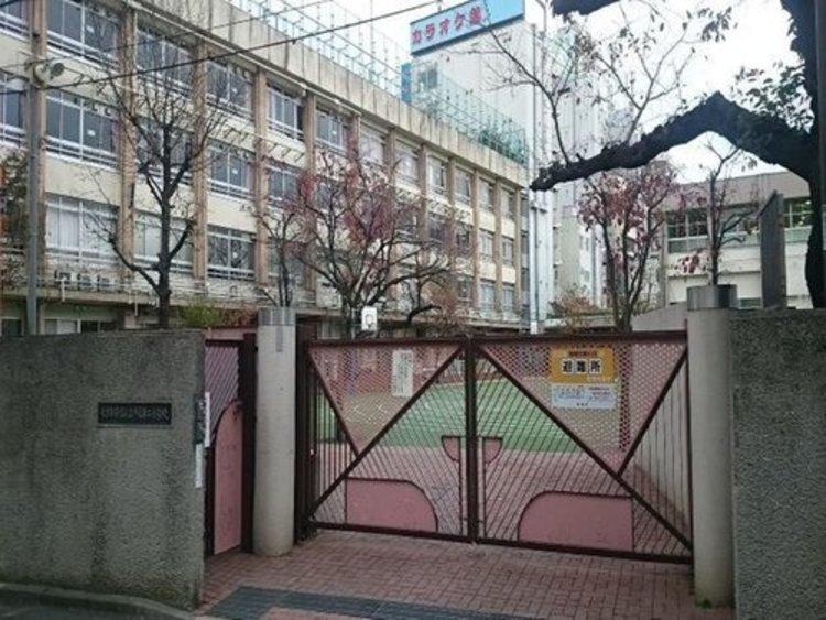 新宿区立戸塚第二小学校まで630m。東京都新宿区高田馬場一丁目25番21号にある公立小学校。