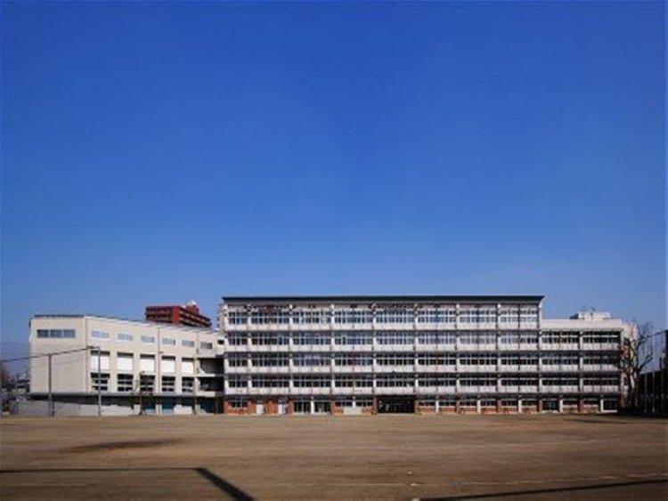 新宿区立西早稲田中学校まで800m。東京都新宿区戸山三丁目にある公立中学校。