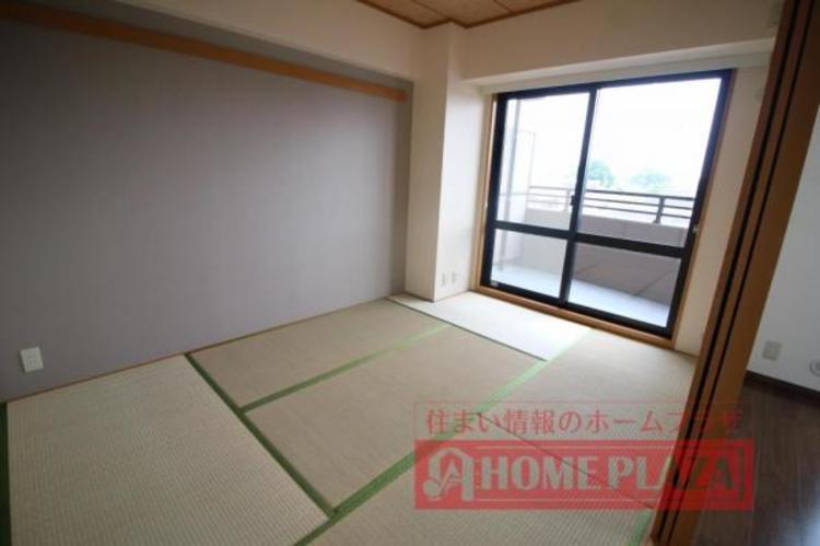 リビングの横の和室は、お子様が遊ぶ場所にしたり、客間にしたりと用途がいろいろ使えそうです。