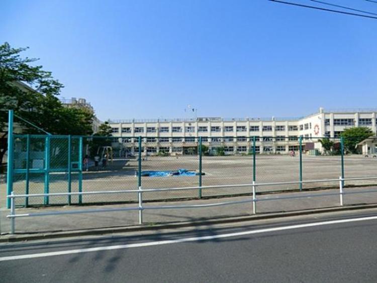 伊興小学校