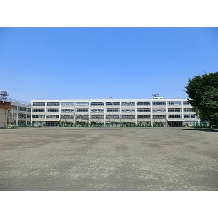 第二中学校(約840m)