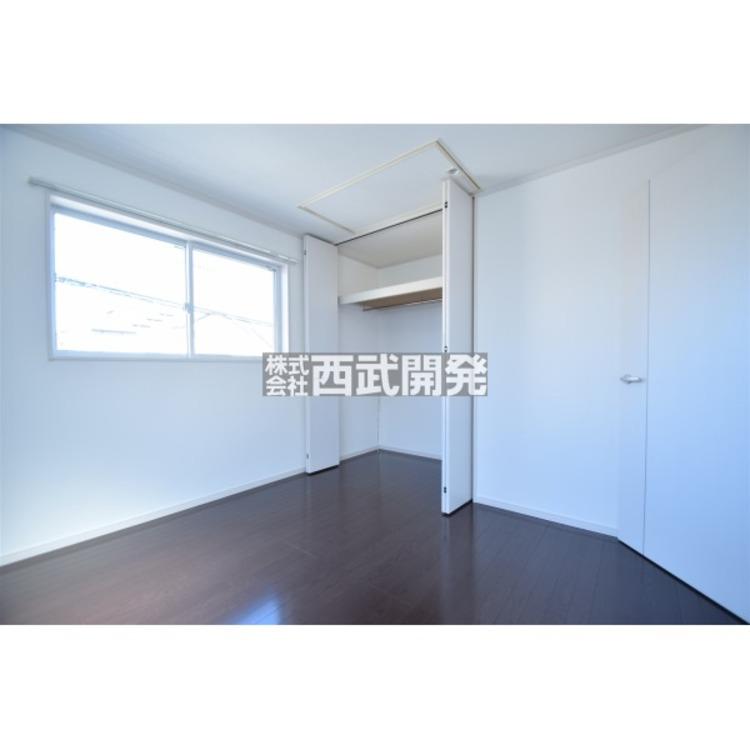【収納】各居室にはクローゼットがあります!収納が多いお家はすっきりして快適空間です。