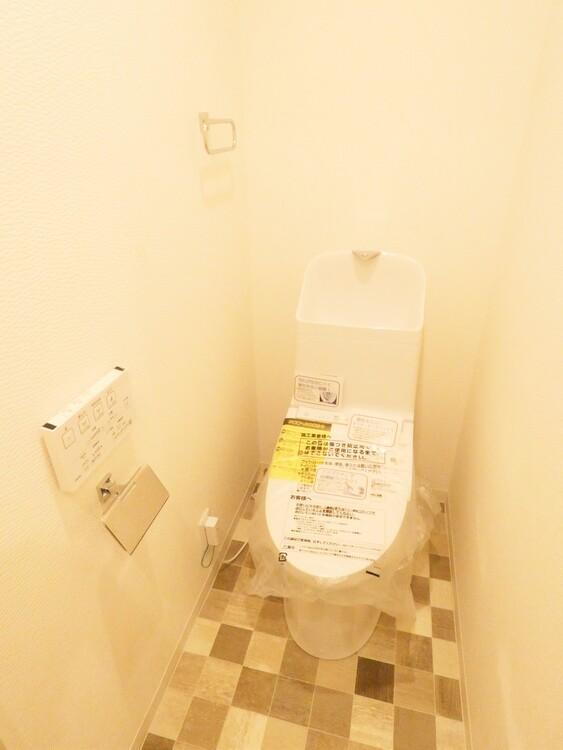 現代の必需品、シャワートイレを採用。
