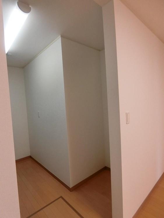 床下収納のあるキッチンスペースです。