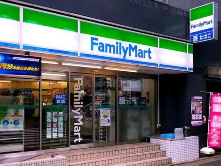 ファミリーマート新宿新小川町店まで160m。「あなたと、コンビに、ファミリーマート」 「来るたびに楽しい発見があって、新鮮さにあふれたコンビニ」を目指しています。