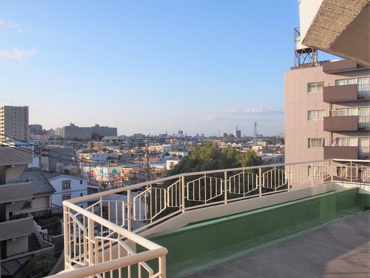 第1種低層住居専用地域の閑静な街並みが広がっています。