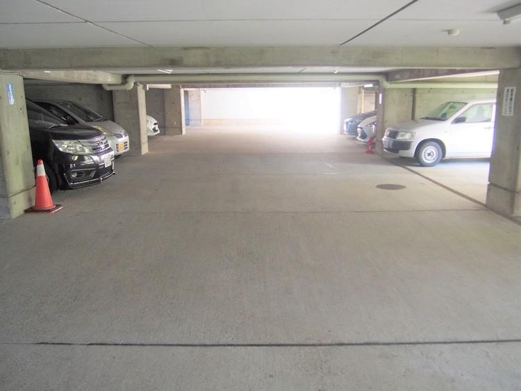 敷地内駐車場もございます。空き状況はご確認ください。