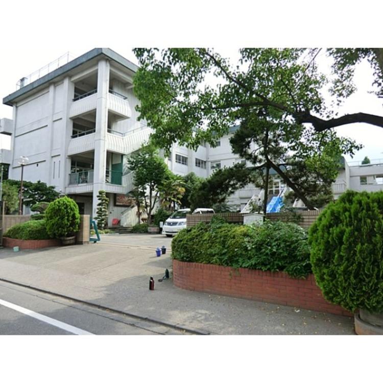 栄和小学校(約450m)