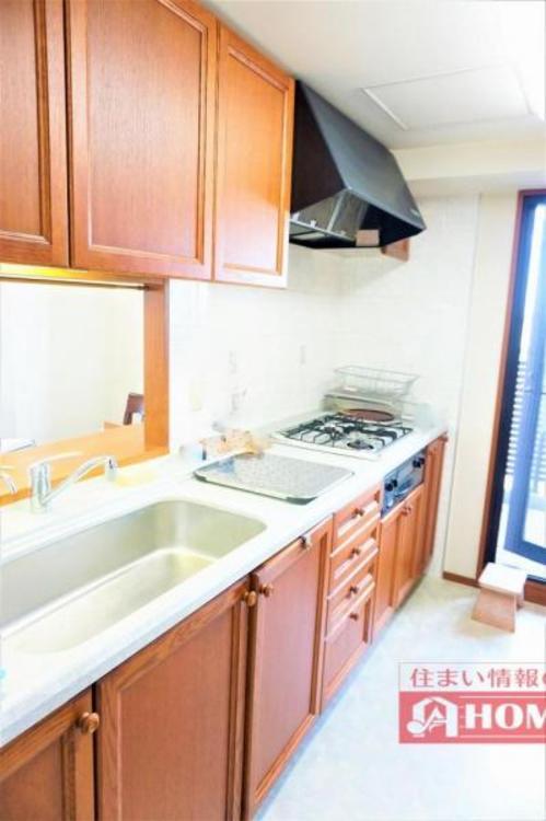 収納が豊富で作業台も広いシステムキッチン!お料理の幅も広がりそうです!