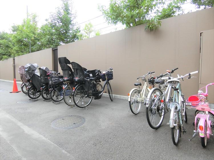 敷地内駐輪場です。空き状況はお問い合わせ下さい。