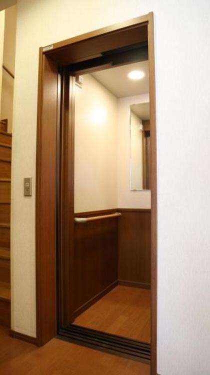 高いデザイン性を持つ玄関は、安らぎに満ちた生活空間を予感させてくれます。