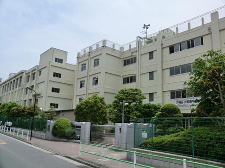 大田区立御園中学校 925m