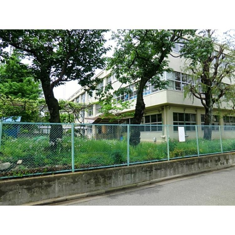 第二小学校(約270m)