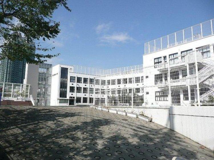 港区立高輪台小学校まで1040m。教育目標 心も からだも 健康な子。