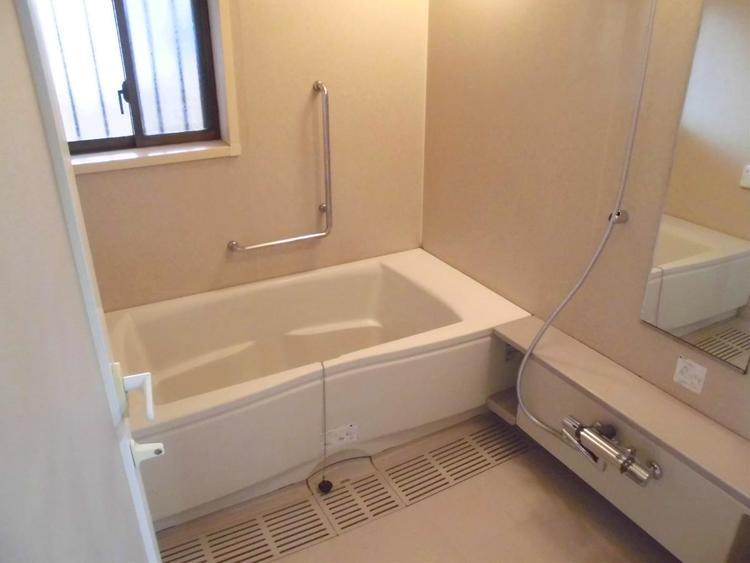 ゆったりとした浴室で足を伸ばしながら疲れを癒せますね。