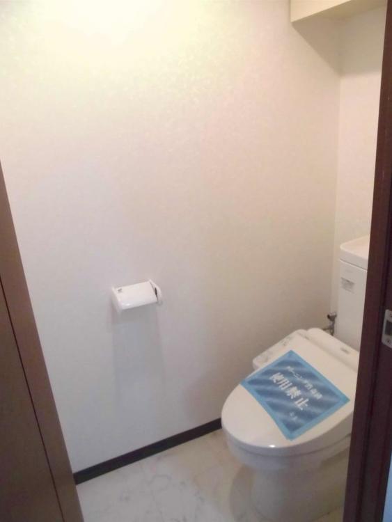 トイレは、清潔感が印象的な空間ですね。