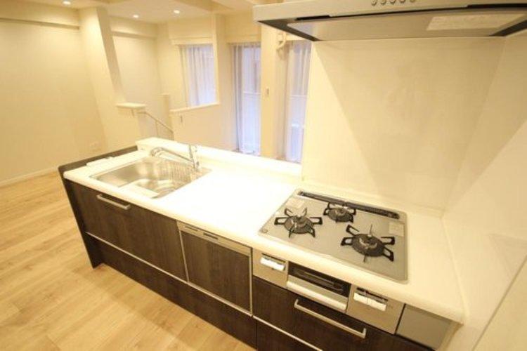 使いやすくスタイリッシュなキッチン空間です。毎日が快適です。