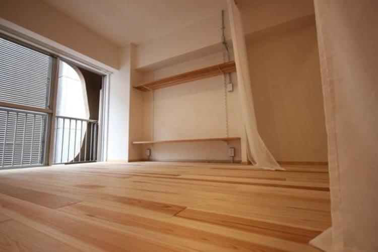 フルリフォームでスッキリとした居住空間かつ独立性を高めたお部屋。使い勝手の良い開放的な間取りが魅力的です。