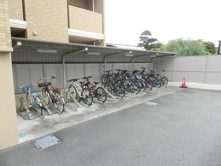 駐輪場の空き状況はお問い合わせ下さい。